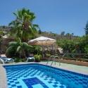 Swimmingpool mit Blick in die Sierra von Tijarafe