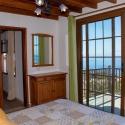 Schlafzimmer mit Blick auf Terrasse und Meer