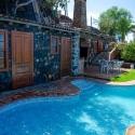 Pool mit Dusch- und Grillhaus