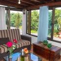 Gemütliches Sofa mit tollem Blick ins Freie