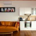 Küche und Ledersofa