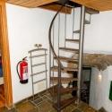 Wendeltreppe in die untere Etage mit Blick ins 2. Schlafzimmer