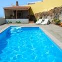 Pool mit Grillhaus