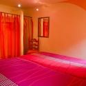 Romantisches Schlafzimmer mit Doppelbett