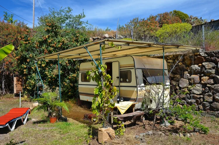Wohnwagen Mit Außenküche : Wohnwagen mango