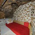 Offener Schlafplatz an der Überdachung